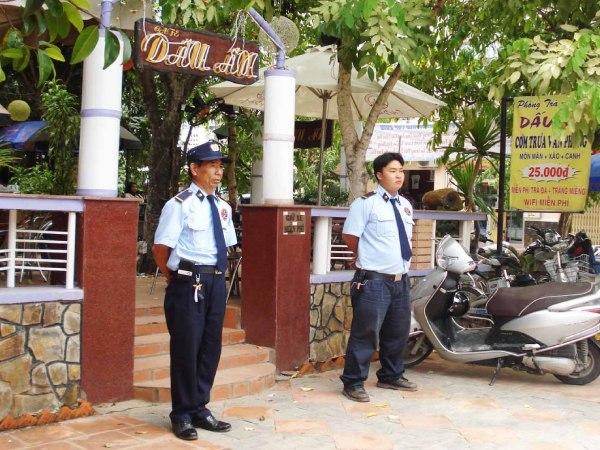 Nhiệm vụ bảo vệ quán cà phê chuyên nghiệp của chất lượng cao